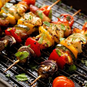 suggestion de présentation pour vos grillades de brochettes de légumes