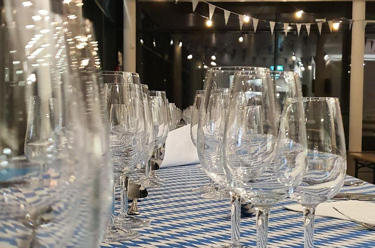 Organisation d'une soirée d'entreprise pour Emil Frey - Dressage des tables